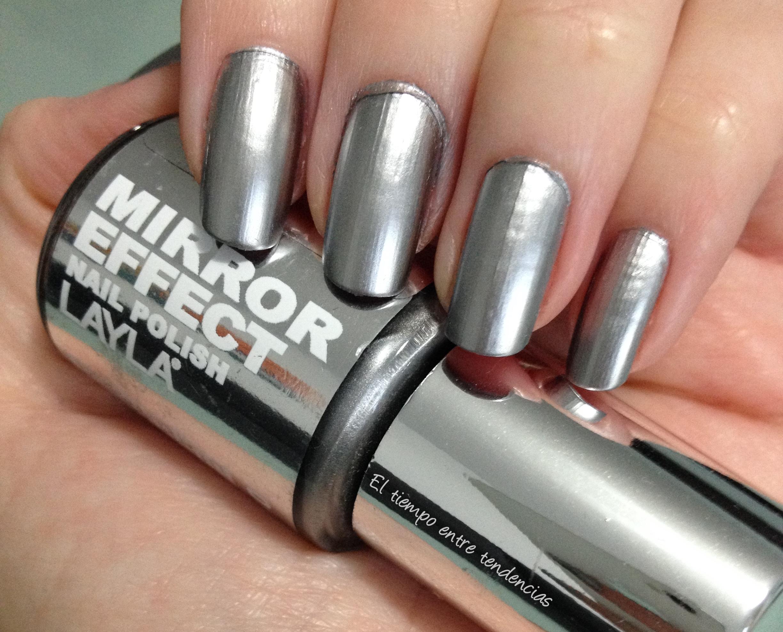 Nail art sobre uñas espejo para las fiestas | El tiempo entre tendencias
